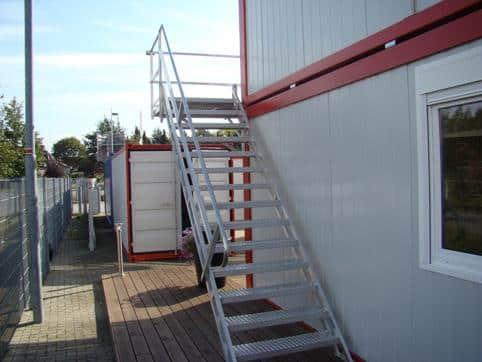 konténer lépcsők