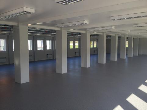 Fabrikhalle aus Containern in Vecsés