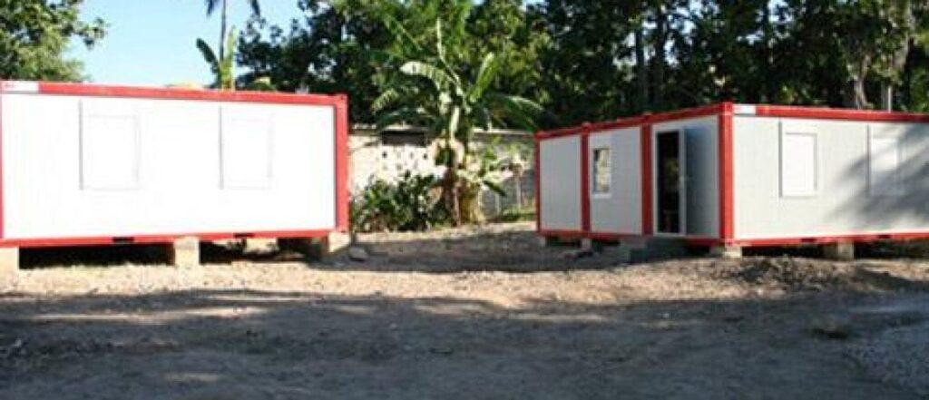 Konténer iskola Haitin