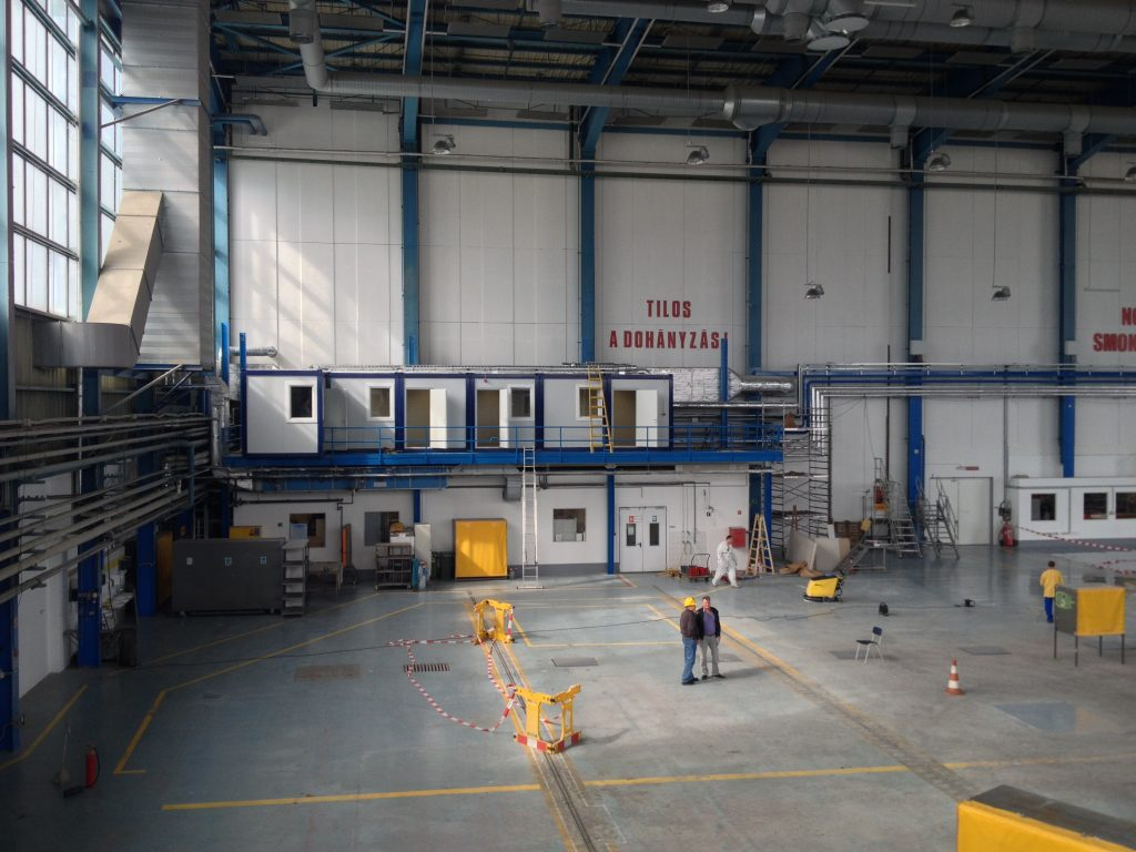 Irodakonténer – Liszt Ferenc Repülőtér hangárában