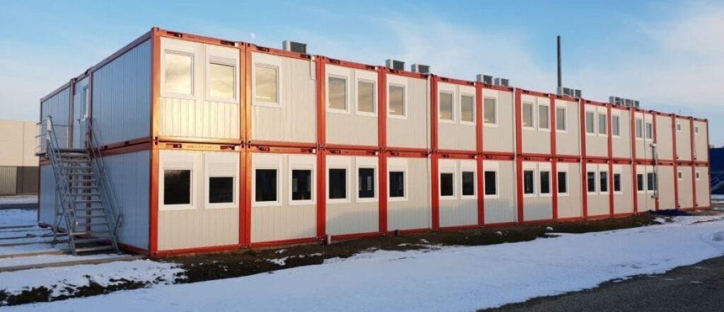 66 modulból álló konténer irodaépület
