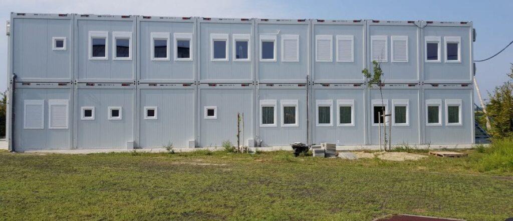 Szigetszentmiklósi konténer iskola bővítése emeletráépítéssel