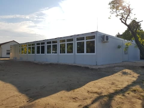 kontener iskola
